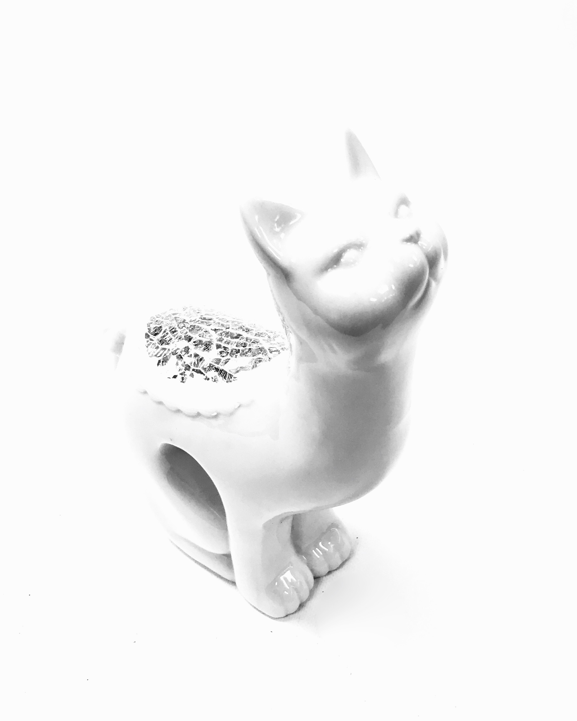 "7"" White Cat Crushed Glass"